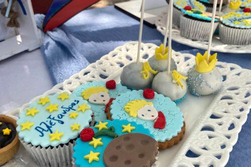 Cupcakes, μπισκότα, popcakes και ταρτάκια στο θέμα της βάπτισης