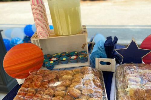 Λεμονάδα σερβιριστή, cupcakes και αλμυρά