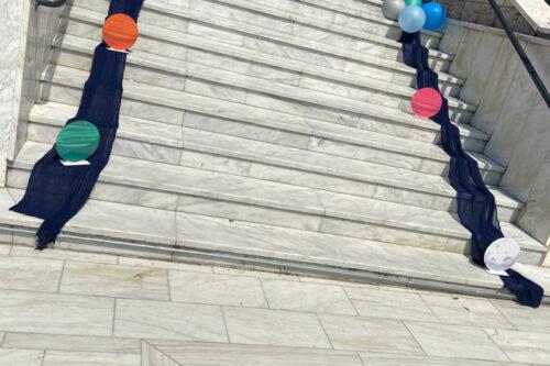 Στολισμός σκαλοπατιών με μπαλόνια και πλανήτες