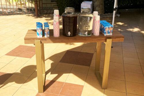 Bar με χυμούς, κρύο τσάι & νερό