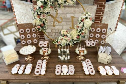 Candybar γάμου με ροζ, χρυσό και λευκό