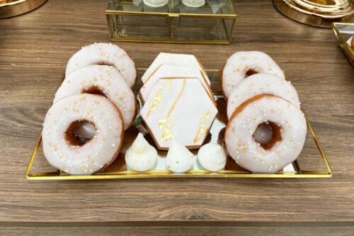 Donuts, μπισκότα ζαχαρόπαστας και μαρέγκες