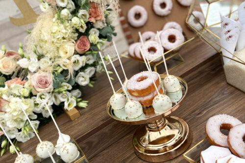 Popcakes λευκής σοκολάτας με χρυσές λεπτομέρειες